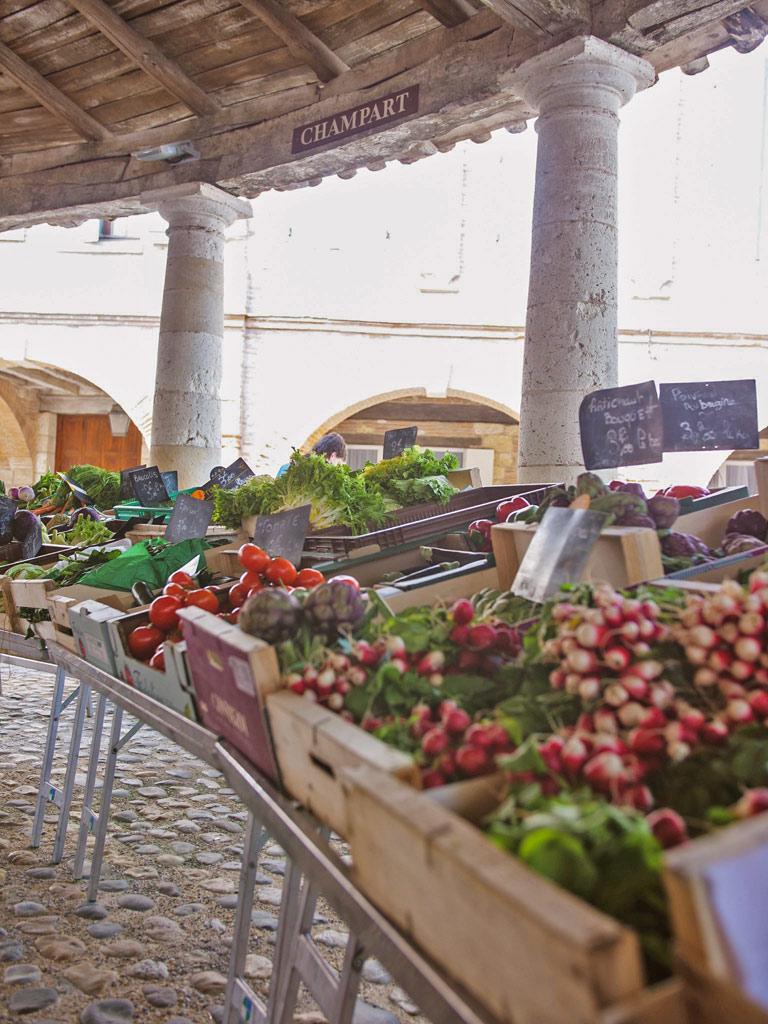 Jour de marché sous la halle aux grains