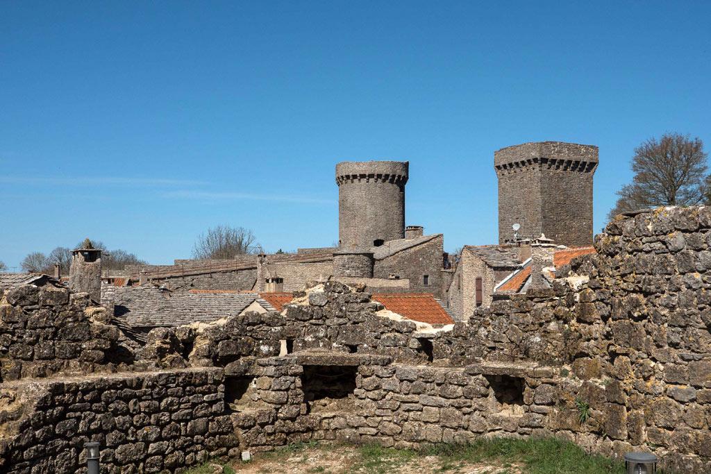 La Couvertoirade et ses maisons en pierre