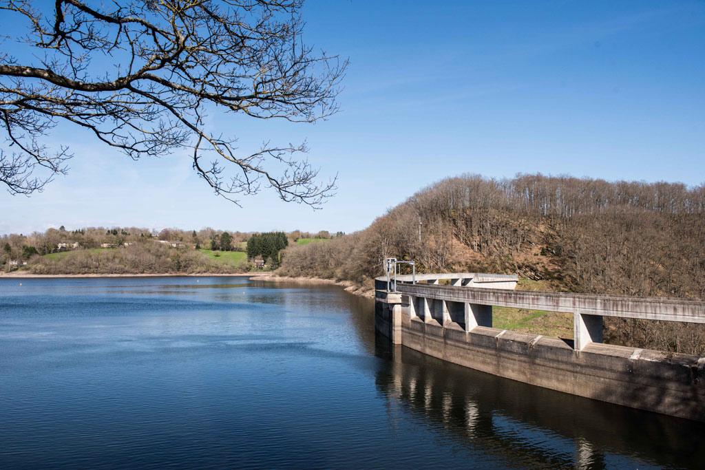 Le barrage de Pont de Salars et le lac