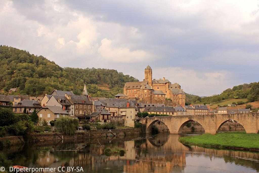 Le Château de la ville d'Estaing, au bord du Lot