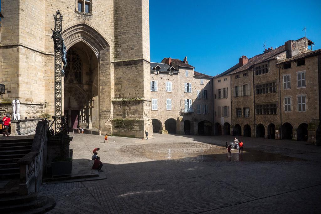 La collégiale Notre-Dame et son parvis