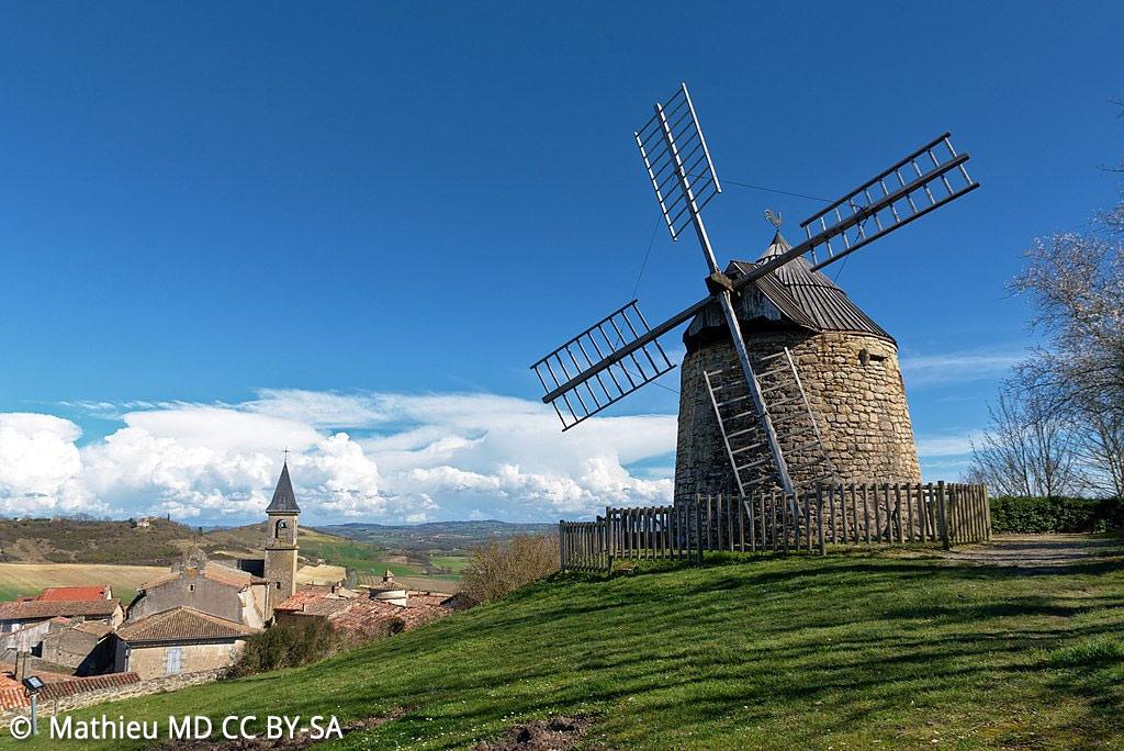 Le moulin se mérite, tout en haut du calvaire de la Salette !