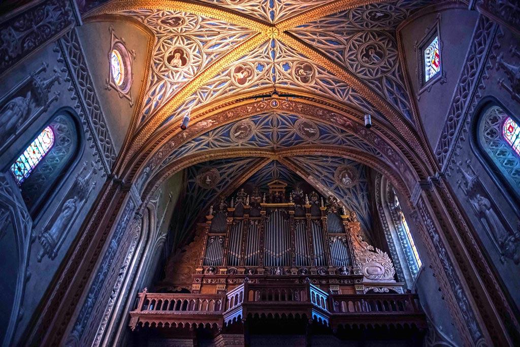L'intérieur de la Cathédrale Saint-Alain