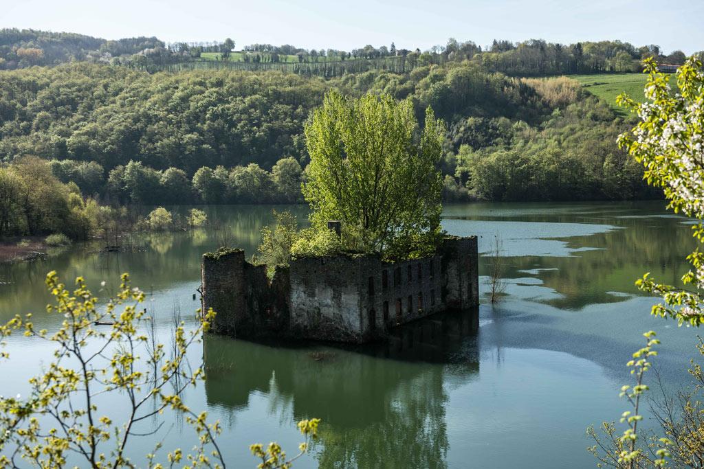 Les ruines énigmatiques du Château de Grandval